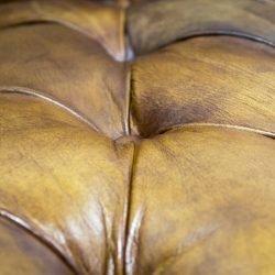 fotoliu chesterfield piele